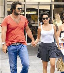 Özgü Namal ve sevgilisi İstanbul`da