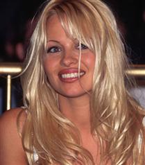 Pamela Anderson fakirlik çekiyor