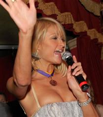 Paris Hilton yeni albümüyle gündemde