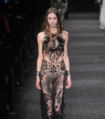 Paris Moda Haftası: Alexander McQueen Sonbahar 2017