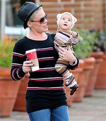 Pink ve bebeği