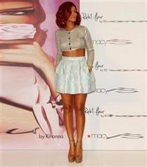 Rihanna Parfüm Tanıtımında