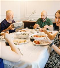 Sevgilinizi Aileniz ve Arkadaşlarınızla Nasıl Tanıştırmalısınız?