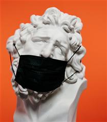 Sıcak Havalarda Maske Kullanımını Kolaylaştırmanın Yolları