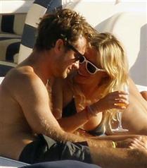 Sienna Miller ve Jude Law tatilde