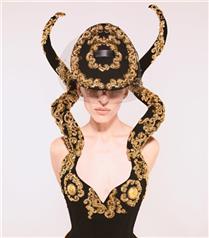 Sıra Dışı Bir Koleksiyon: Schiaparelli Sonbahar/Kış 2021-22 Haute Couture