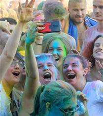 Sırbistan'ı Renklendiren Festival