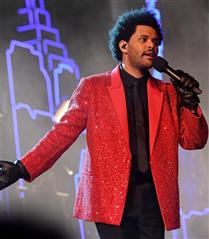 The Weeknd'den Neon Super Bowl Performansı!