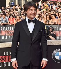 Tom Cruise`un Giorgio Armani Smokini