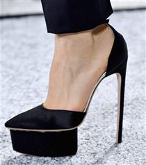 Topuklu Ayakkabıların Ayağınızı Ağrıtmamasının Yolları