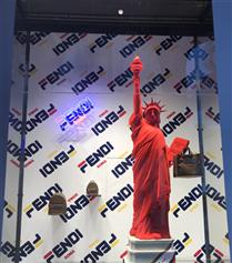 Fendi'nin Milano'daki Pop-Up Mağazasındayız