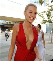 #TrendusTBT: Geçmişten Günümüze Blake Lively'nin Kırmızı Halı Stili