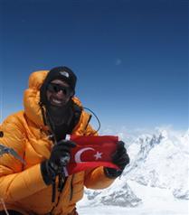 Türk dağcı Tunç Fındık zirvede
