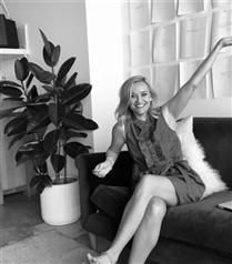 Ünlülerin Kadının Gücünü Vurgulayan Siyah-Beyaz Selfie Fotoğrafları