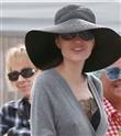 Angelina Jolie Bit Pazarında