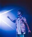 Bruno Mars, Las Vegas'taki Canlı Performansında Tommy Hilfiger Giydi