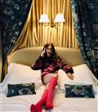 """Lily Collins'in Yeni Dizisi """"Emily in Paris"""" Hakkında Bilmeniz Gerekenler"""