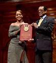 Rihanna Harvard'dan Ödülünü Aldı