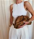 Rosie Huntington-Whiteley'nin Havalı Çanta Koleksiyonu