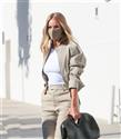 """Rosie Huntinton-Whiteley'in Tercihi """"Bottega Veneta Salon 01 Point Bag"""""""