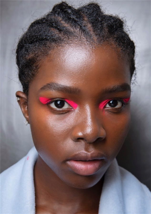 15 Farklı Yılbaşı Makyajı Önerisi: İlhamınızı Podyumlardan Alın