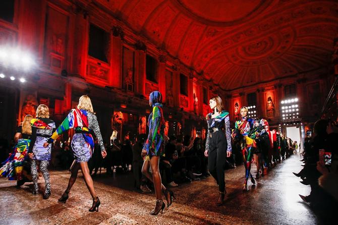 Milano 2018-19 Sonbahar-Kış Versace Defilesi
