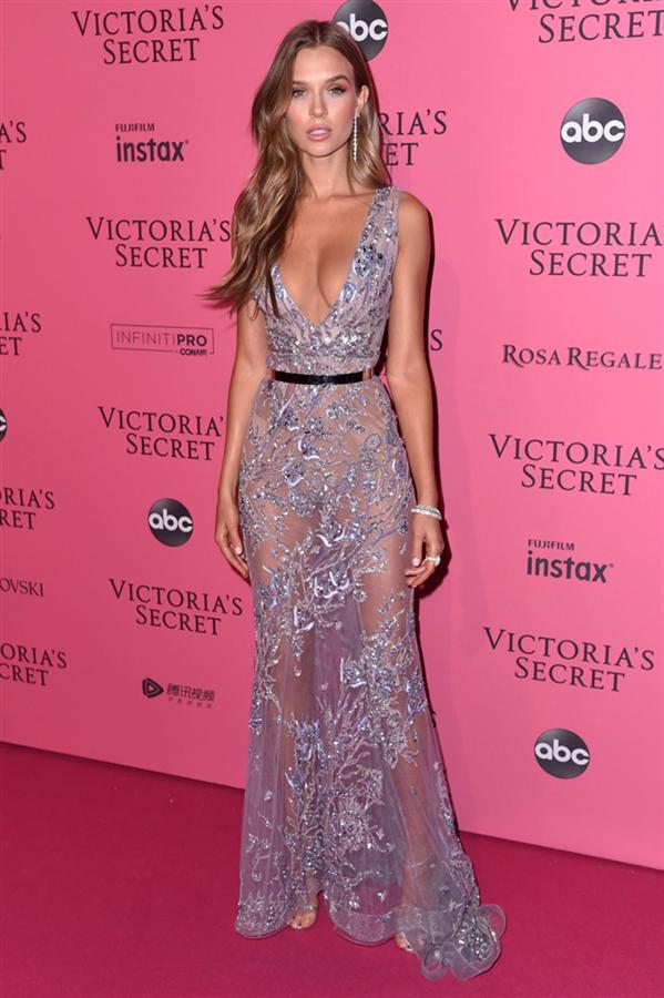 Josephine Skriver - 2018 Victoria's Secret Show'un Kusursuz Parti Stilleri