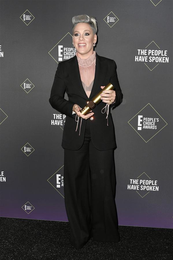 Pink - 2019 People's Choice Ödülleri'nin Dikkat Çeken Kırmızı Halı Görünümleri