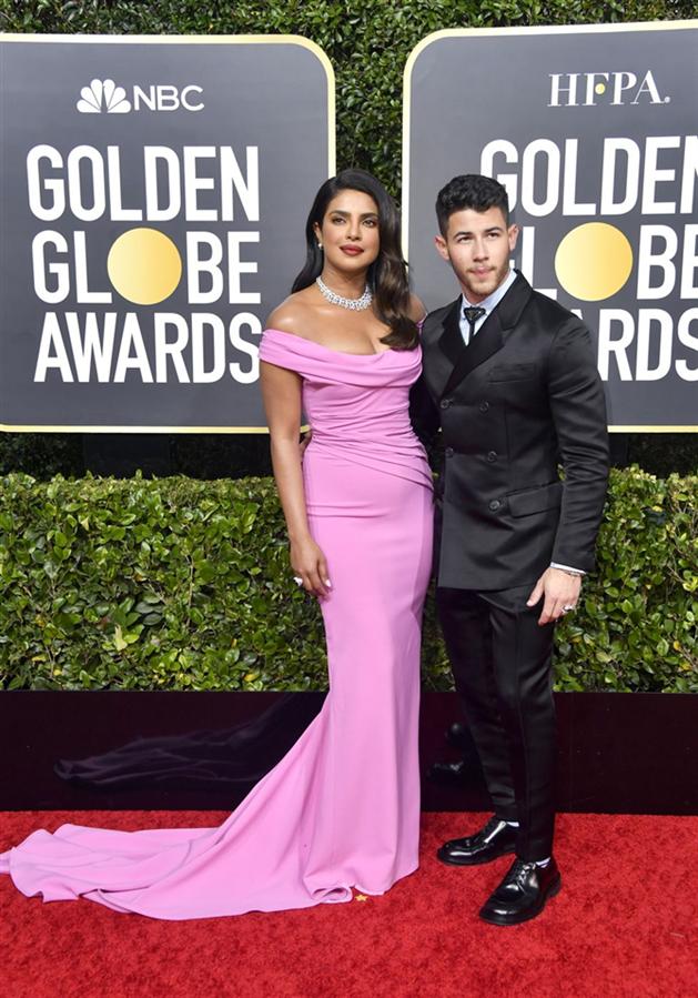 Priyanka Chopra ve Nick Jonas - 2020 Altın Küre Ödülleri'nin Kalp Çalan Uyumlarıyla Kırmızı Halı Çiftleri