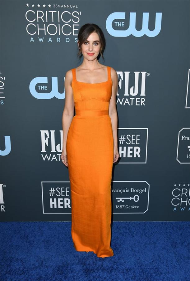 Alison Brie - 2020 Critics' Choice Ödülleri'nin Öne Çıkan Kırmızı Halı Elbiseleri