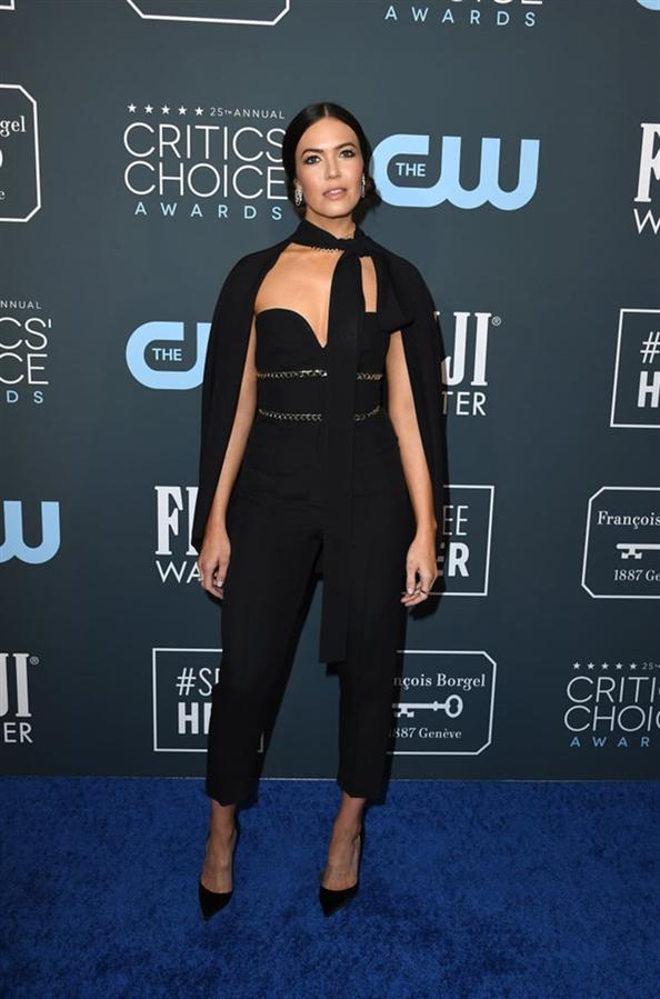 Mandy Moore - 2020 Critics' Choice Ödülleri'nin Öne Çıkan Kırmızı Halı Elbiseleri