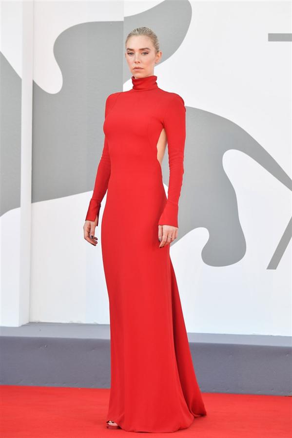 Vanessa Kirby - 2020 Venedik Film Festivali'nden Stil Görünümleri