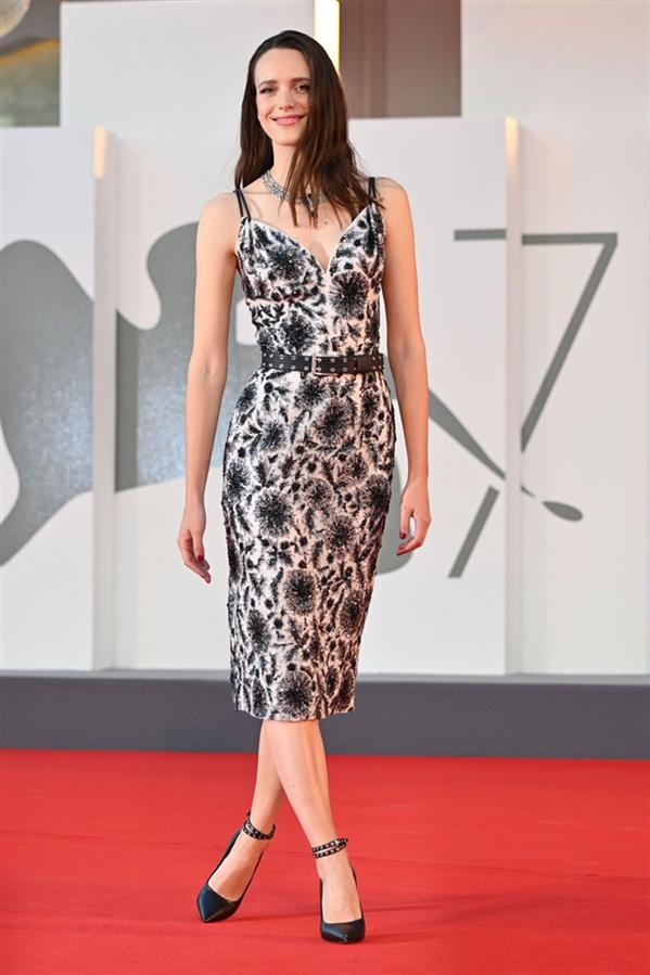 Stacy Martin - 2020 Venedik Film Festivali'nden Stil Görünümleri