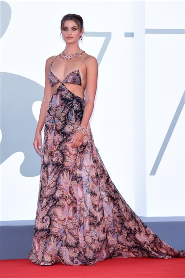 2020 Venedik Film Festivali'nden Stil Görünümleri