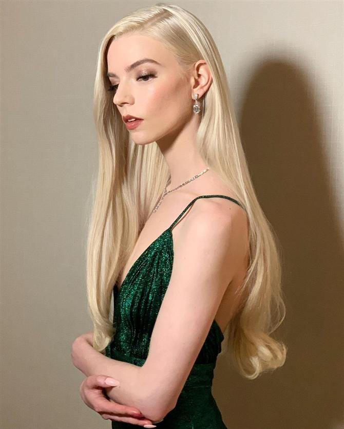 Anya Taylor-Joy - 2021 Altın Küre Ödülleri: Saç ve Makyaj Görünümleri
