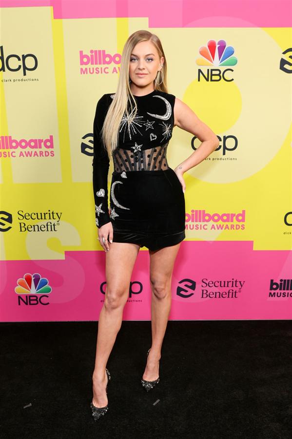 Kelsea Ballerini - 2021 Billboard Müzik Ödülleri'nden Stil Görünümleri