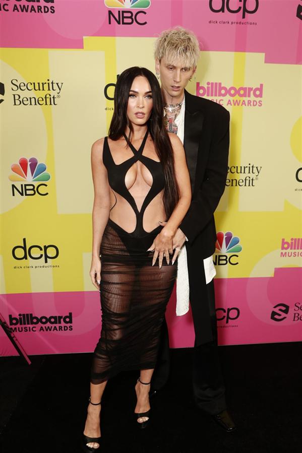 Megan Fox  - 2021 Billboard Müzik Ödülleri'nden Stil Görünümleri