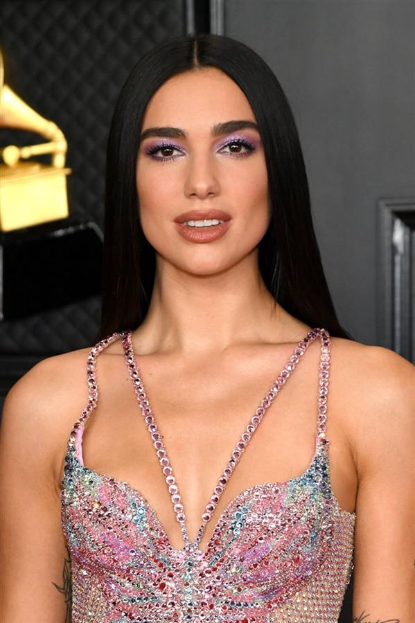 Dua Lipa - 2021 Grammy Ödül Töreni'nin En İyi Saç ve Makyaj Görünümleri