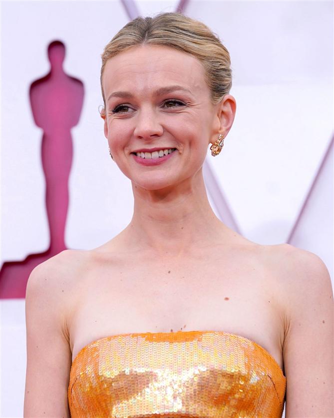 Carey Mulligan - 2021 Oscar Ödülleri'nin Öne Çıkan Güzellik Görünümleri