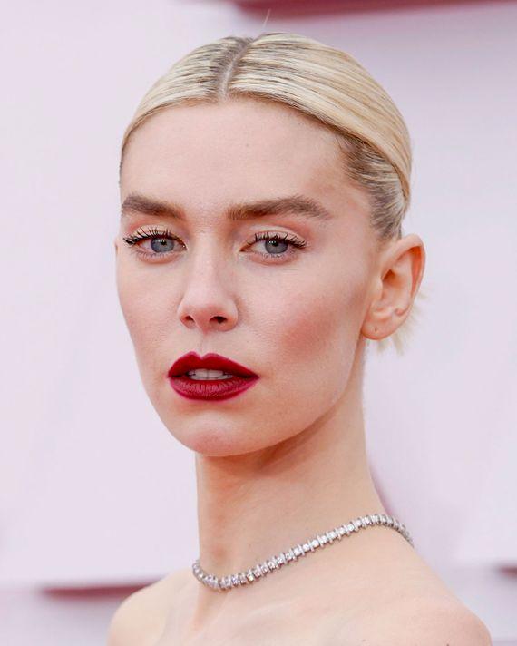 Vanessa Kirby - 2021 Oscar Ödülleri'nin Öne Çıkan Güzellik Görünümleri