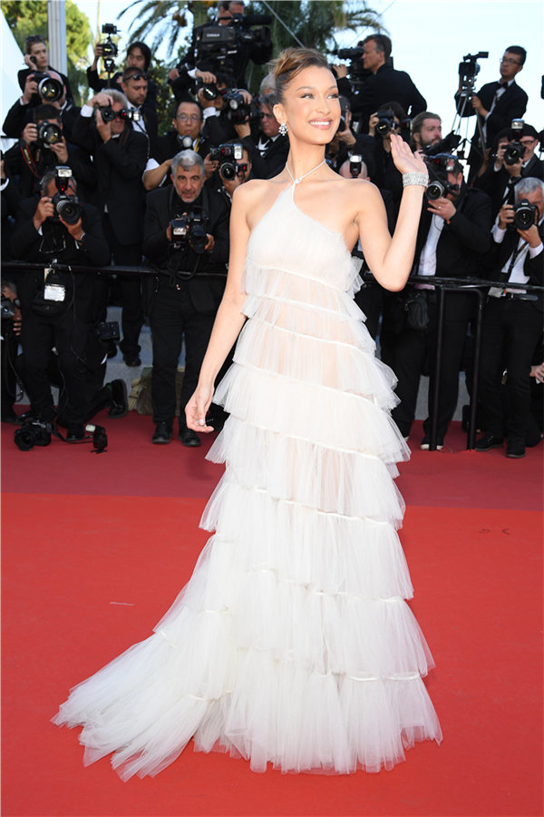Bella Hadid - 72. Cannes Film Festivali'nde Göz Kamaştıran Görünümler