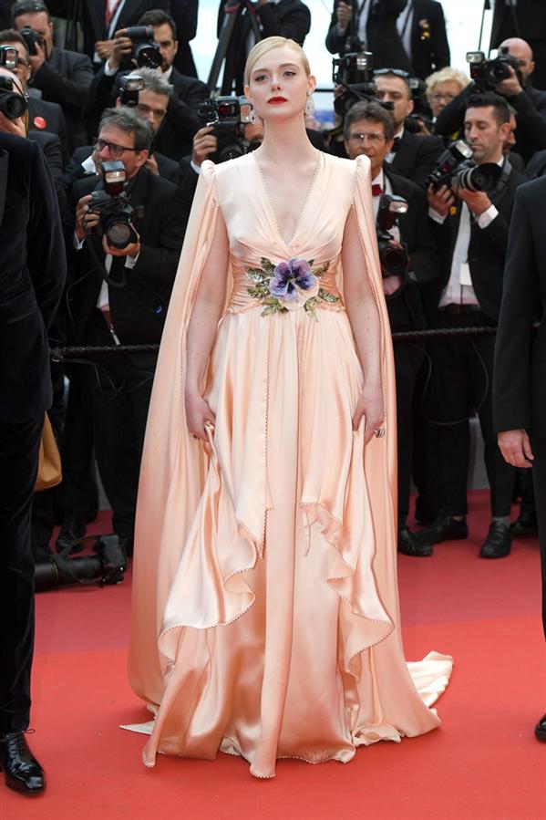 Elle Fanning - 72. Cannes Film Festivali'nde Göz Kamaştıran Görünümler