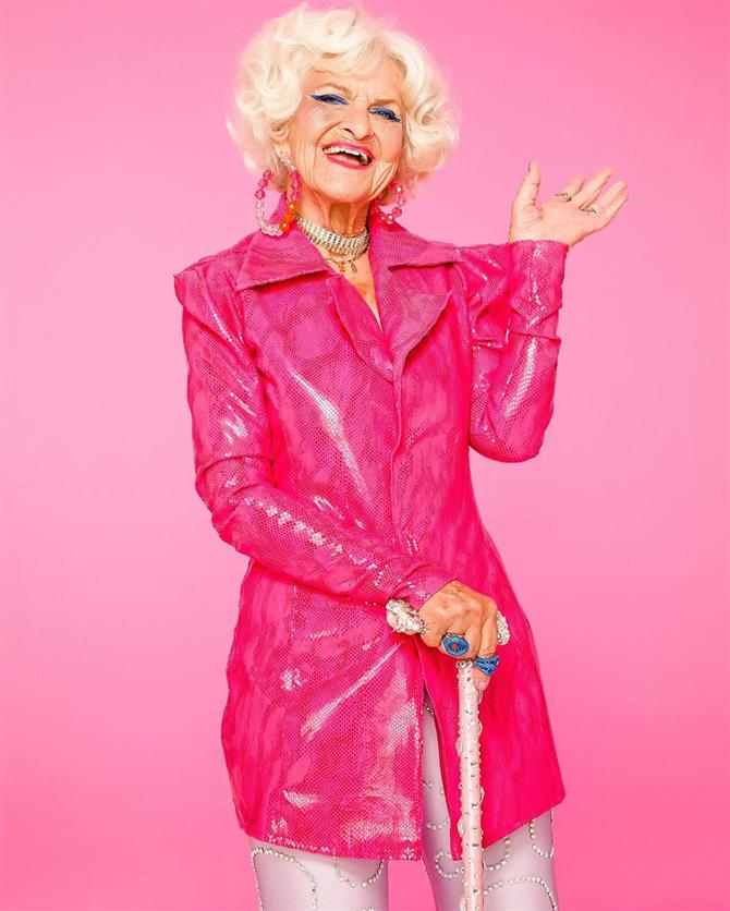 90 Yaşındaki Sosyal Medya Fenomeninden Makyaj Koleksiyonu
