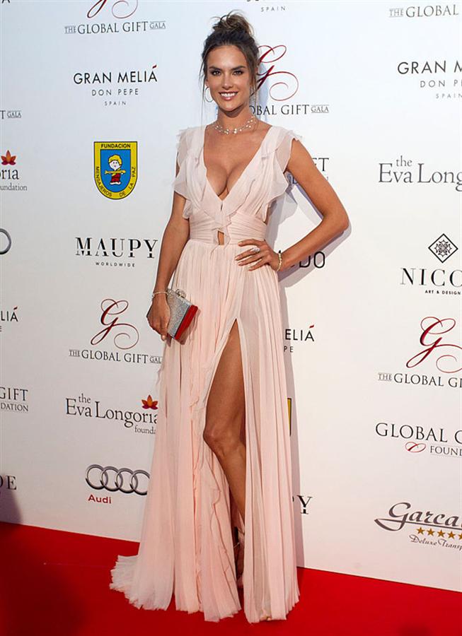 Alessandra Ambrosio ve Eva Longoria Global Gift Gala'da - Alessandra Ambrosio ve Eva Longoria Global Gift Gala'da