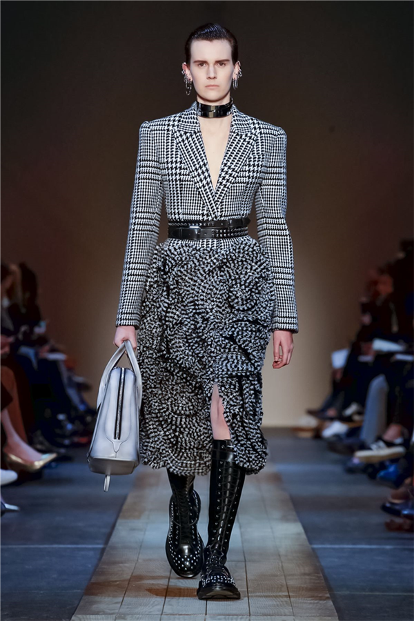 Alexander McQueen Sonbahar/Kış 2019 Tasarımlarından Göz Alıcı Detaylar