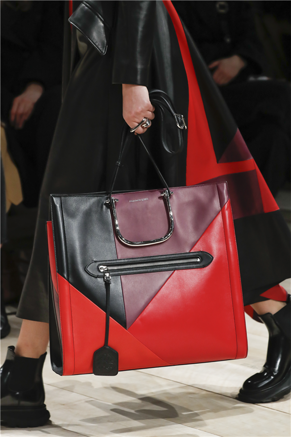 Alexander McQueen Story Bag Ailesinin Yeni Modelleri - Alexander McQueen Story Bag Ailesinin Yeni Modelleri