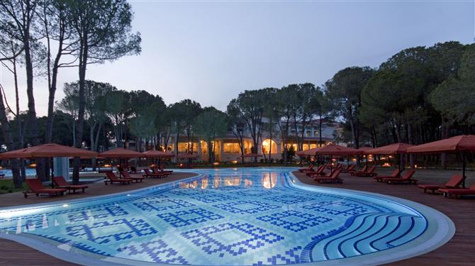 ali-bey-resort-side-havuzu - Ali Bey Resort Side açıldı