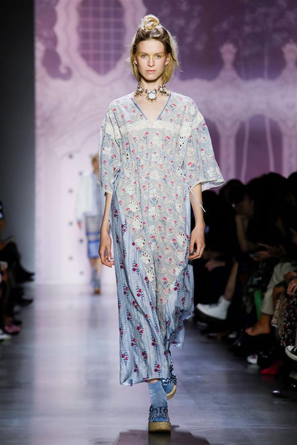 Anna Sui İlkbahar/Yaz 2020 Koleksiyonunda Çiçeklerin Dansı