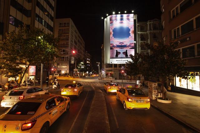 Apple, İstanbul Sokaklarını iPhone SE ile Çekilen Fotoğraflarla Renklendiriyor - Apple, İstanbul Sokaklarını iPhone SE ile Çekilen Fotoğraflarla Renklendiriyor