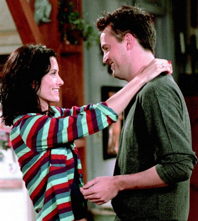 Arkadaşça Sarılma ve Romantik Sarılma Arasındaki Farkı Nasıl Anlarsınız? - Arkadaşça Sarılma ve Romantik Sarılma Arasındaki Farkı Nasıl Anlarsınız?